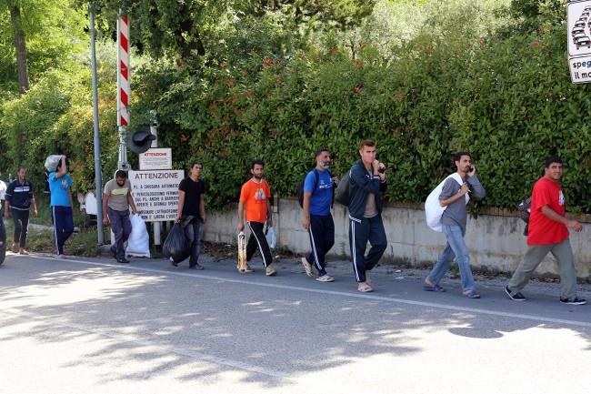 Afghani da Loro Piceno a Macerata foto LB (3)