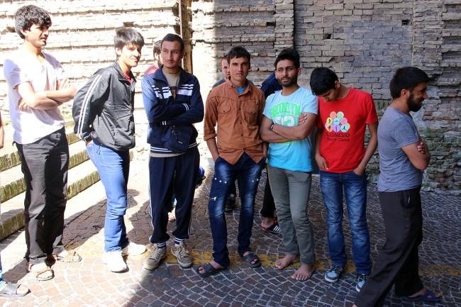 Afghani da Loro Piceno a Macerata foto LB (6)