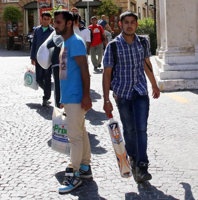 Afghani da Loro Piceno a Macerata foto LB (8)