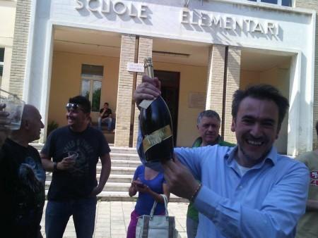 Il neo sindaco festeggia la vittoria