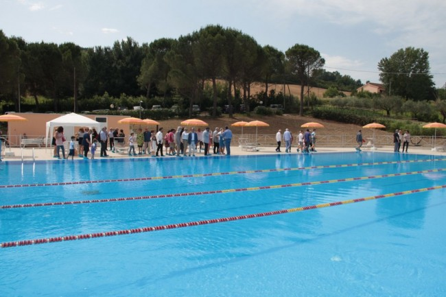 Il giro d'onore in piscina