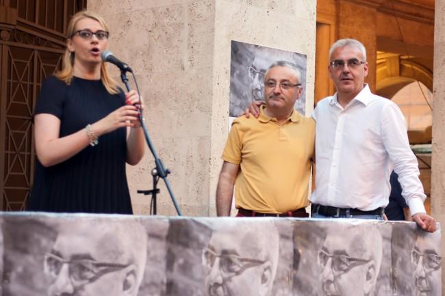 IN PIAZZA BATTISTI - Irene Manzi, Angelo Sciapichetti e Romano Carancini