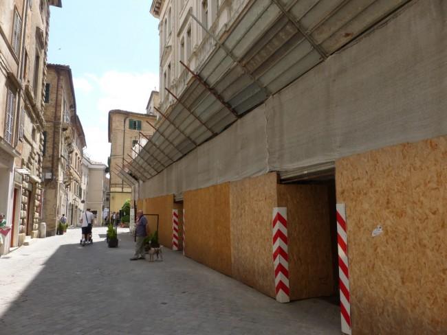 Palazzo degli studi con impalcatura (9)