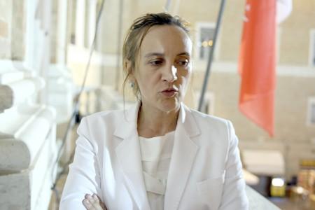 Deborah Pantana nel balcone della sala consiliare dopo il ballottaggio