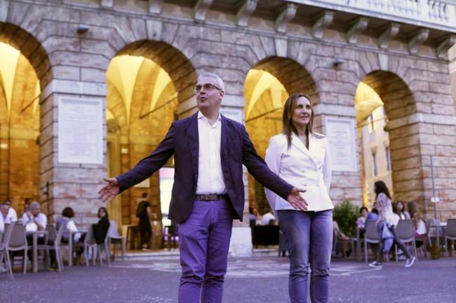 Romano Carancini e Deborah Pantana questa sera in piazza della Libertà