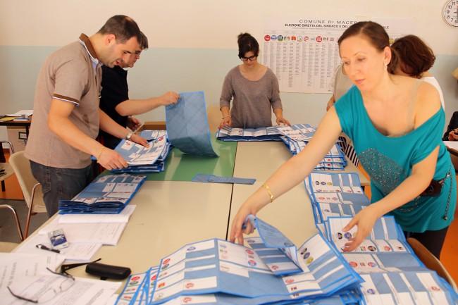 Spoglio elezioni macerata 2015_Foto LB (3)