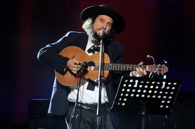 Vinicio Capossella venerdì sera sul palco dello Sferisterio per Musicultura