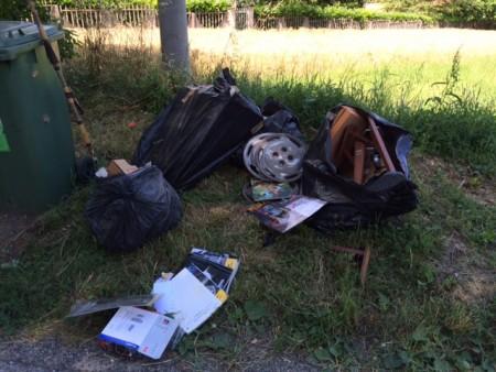 I rifiuti abbandonati in contrada Pianibianchi