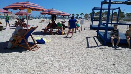 La spiaggia dello chalet che ospita la colonia dei bambini