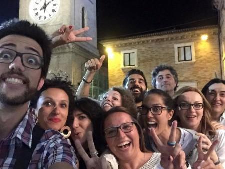 """I candidati della civica di Carancini """"La città di tutti"""" ieri sera in festa in piazza per la vittoria al ballottaggio"""