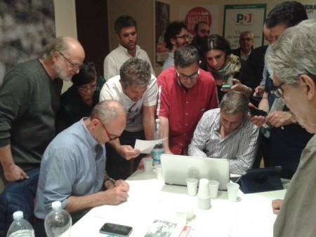 Attesa per i risultati nella sede elettorale di Carancini in via Gramsci