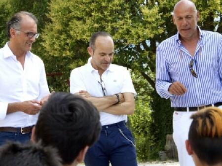 Nicola Colonna parla ai ragazzi e alle famiglie. Con lui da sinistra  il dott. Francesco Ciotti facente parte del direttivo della fondazione, il Dott. Gianni Giuli membro della Commissione tecnico- scientifica