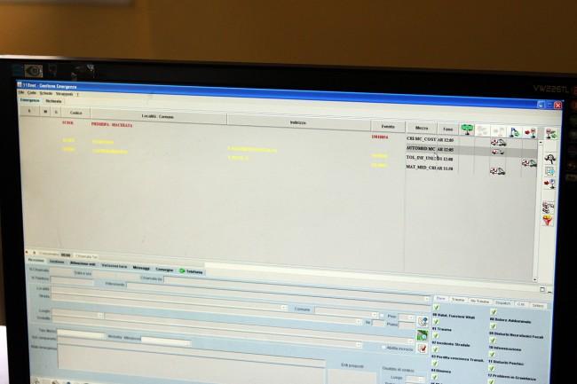 Il monitor con il programma in cui sono indicati i momenti della gestione degli interventi del 118