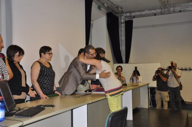 La mamma di Lorenzo e il professor Stefano Pigliapoco relatore del giovane e presidente di commissione