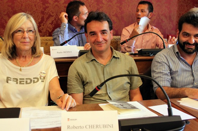 La prima volta dei grillini in Consiglio comunale. Da sinistra, Carla Messi e Roberto Cherubini e Marco Alfei