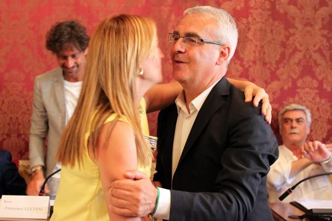 Saluti prima del Consiglio anche tra Deborah Pantana e Romano Carancini, rivali al ballottaggio
