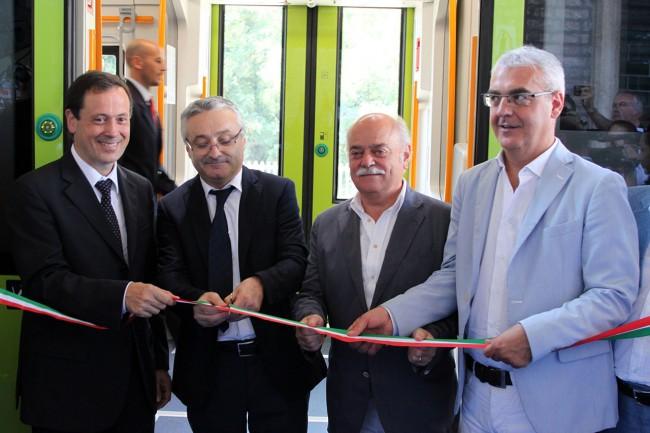 Soprano_Sciapichetti_Pettinari_Carancini_Inaugurazione treno Swing stazione Macerata_Foto LB (1)