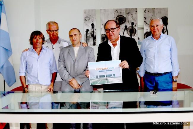 da sinistra Giuliano Ginnobili della Palas, il segretario comunale Piergiorgio Mariotti, il sindaco Tommaso Corvatta, Germano Ercoli e Albino Massaccesi