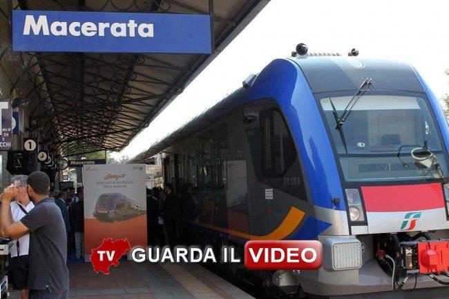 inaugurazione-treno-swing-stazione-macerata_Foto-LB_0