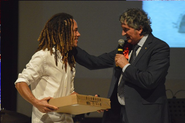 Elvis Corrales Rodriguez e il sindaco di Tolentino Giuseppe Pezzanesi