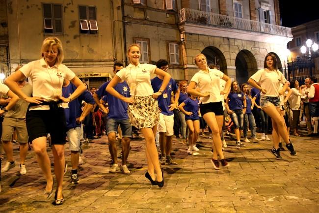 Festa Folk Piazza Annessione Macerata_Foto LB (10)