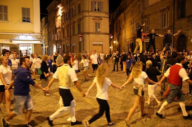 Festa Folk Piazza Annessione Macerata_Foto LB (7)