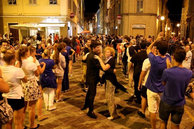 Festa Folk Piazza Annessione Macerata_Foto LB (8)
