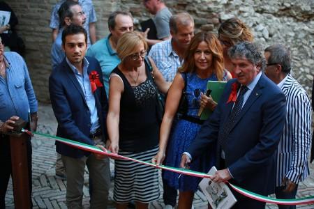 Il taglio del nastro. Da sinistra Alessandro Massi, Orietta Leonori, Paola Taddei, Giuseppe Pezzanesi