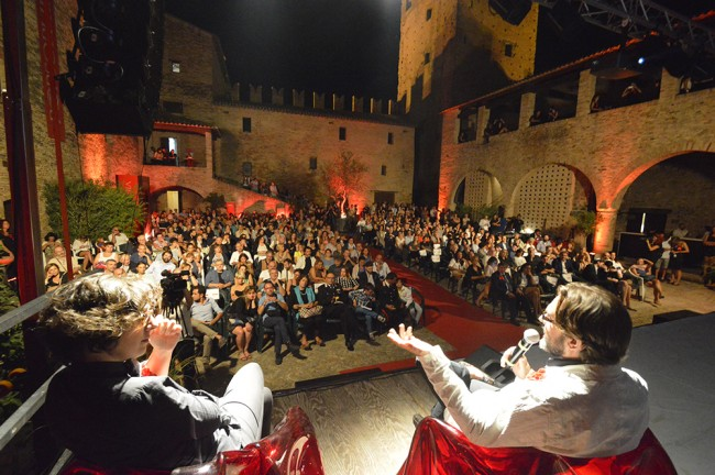 Lucrezia Ercoli e Roberto Mordacci durante il Philoshow dedicato a Giorgio Gaber