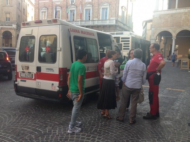 Richiedenti asilo piazza (1)