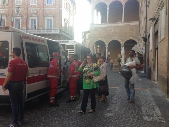 Richiedenti asilo piazza (5)