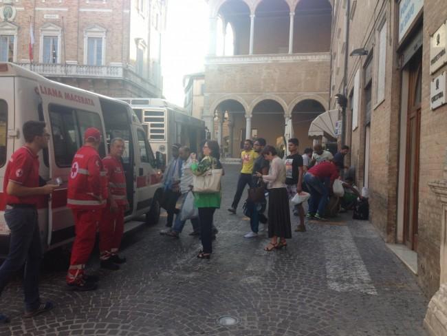 Richiedenti asilo piazza (7)