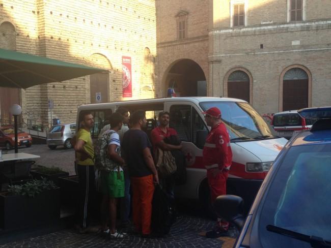 Richiedenti asilo piazza (8)