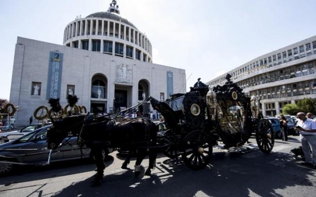 Il funerale a Roma del boss Vittorio Casamonica