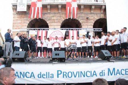 presentazione squadra maceratese piazza libertà foto ap 43