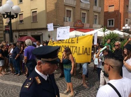 Contestazioni per Matteo Renzi a Pesaro