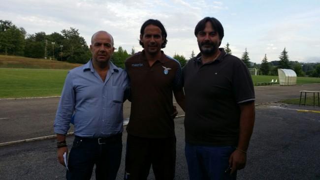 Il proprietario dell'Hotel Brunforte, Mario Compagnucci, mister Simone Inzaghi e Luca Piergentili, assessore allo sport del comune di Sarnano