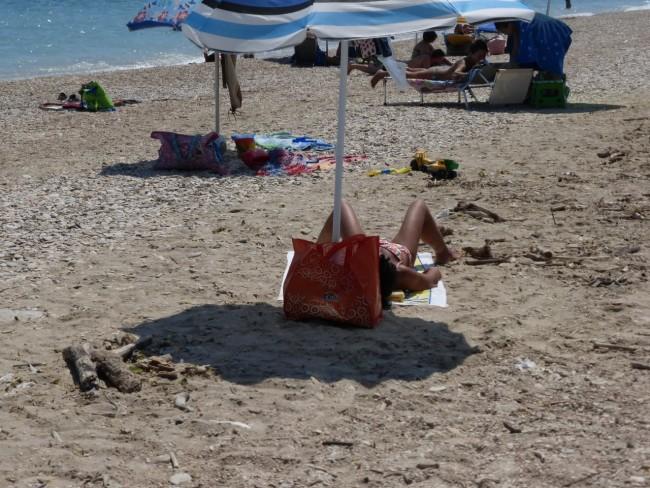 spiaggia libera civitanova sporcizia44