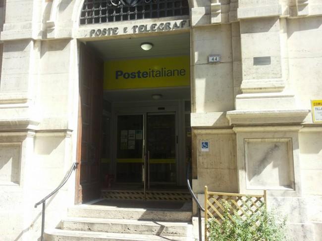 L'ufficio postale di via Gramsci