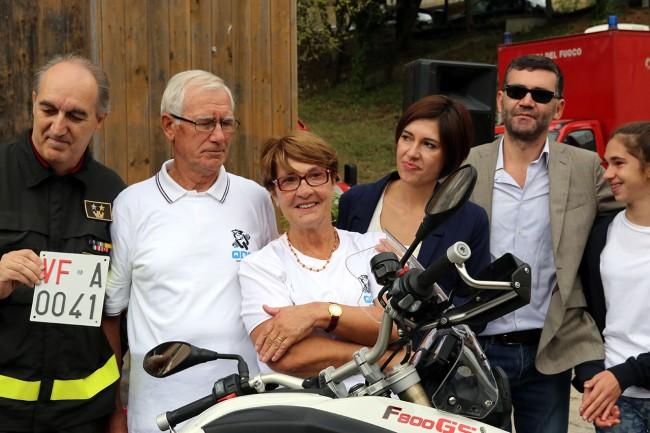 Famiglia Torregiani_consegna moto torregiani vigili del fuoco_Foto LB (2)