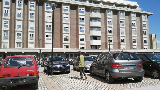 Parcheggiatore ospedale macerata_Foto LB