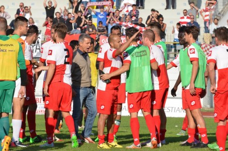 La gioia dei giocatori del Rimini