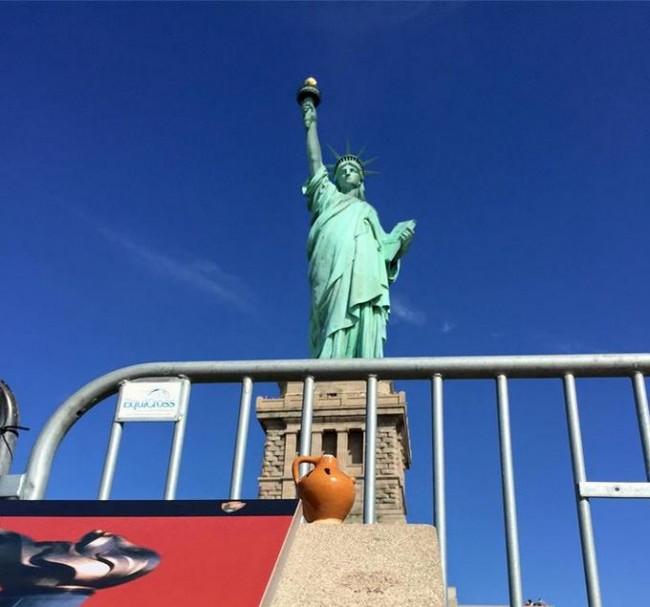 Sotto la statua della Libertà