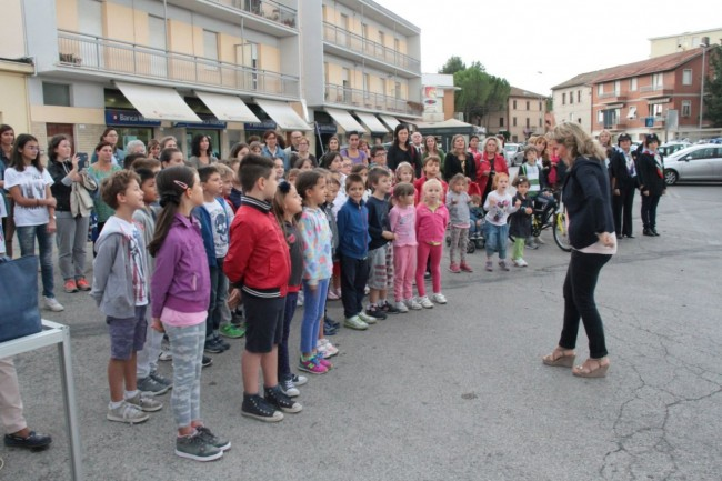 cerimonia carabinieri a piediripa salvo d'acquisto 2015 bambini cantano l'inno di mameli foto ap 11