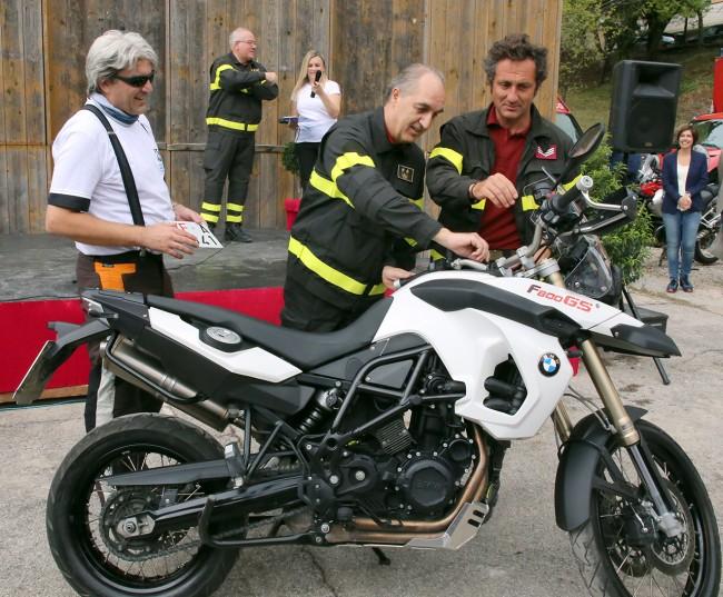 consegna moto torregiani vigili del fuoco_Foto LB (3)