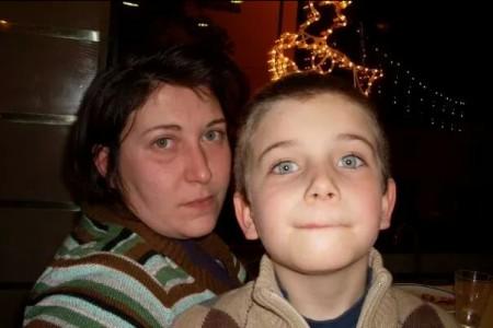 Debora Calamai in una foto insieme al figlio Simone