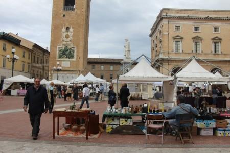 Curiosando-mercato-antiquariato-a-Recanati