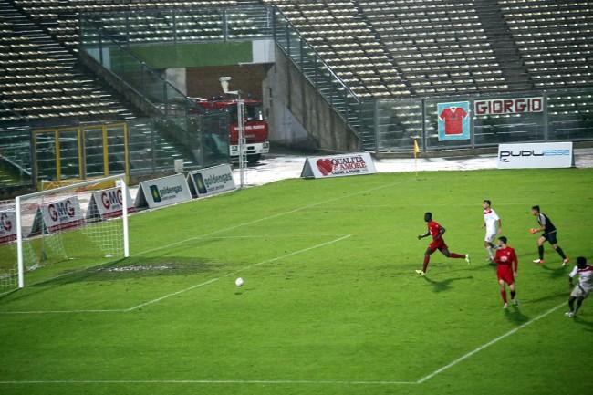 Il gol del pareggio della Maceratese realizzato da Daniel Kouko