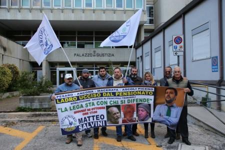 Manifestazione lega nord davanti tribunale 3