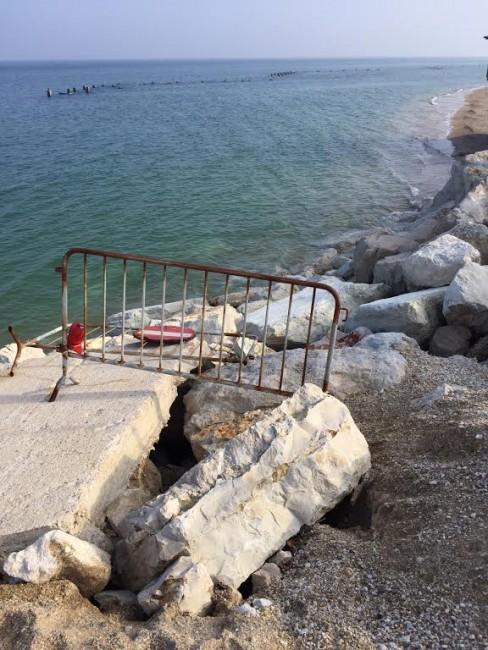Il lungomare nord a Porto Recanati minacciato dall'erosione marina